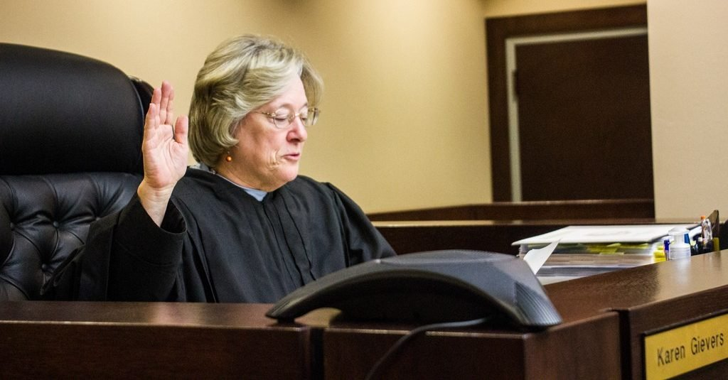 Florida: Appeals court rejects decision to allow patients to smoke medical cannabis while a lawsuit seeking to overturn the state's smoking ban is considered.