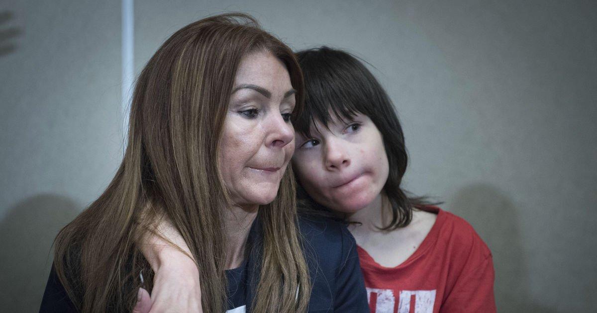 Mother of sick boy seeks legalization of medical marijuana