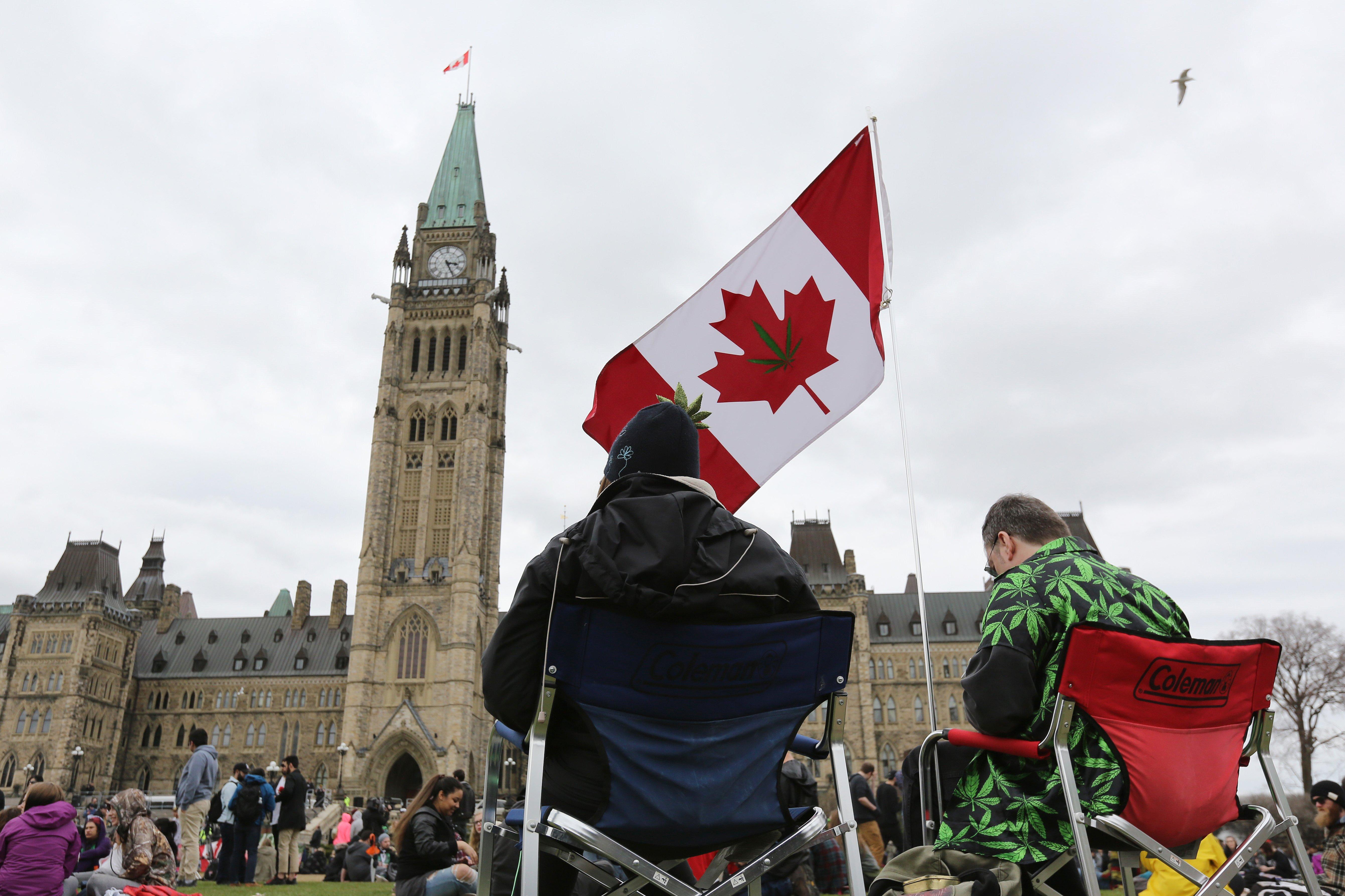 Canadian marijuana users, workers and investors risk lifetime border ban