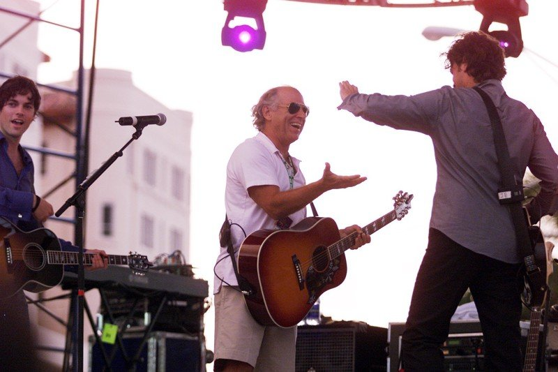 Jimmy Buffett signs licensing deal with medical marijuana firm